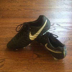 Tiempo Nike Grip Soccer Cleats